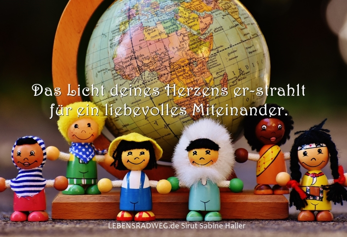 11-03-different-nationalities-1743391_1920